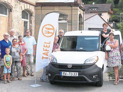 Tafelladen, neues Fahrzeug, weißer Van und Gruppenfoto