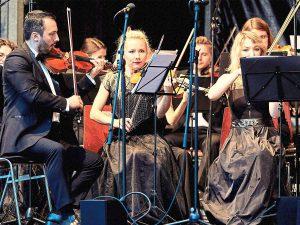 Biesenberger Stiftung, Mozart-Gala, Orchester, Musikerinnen mit Geigen